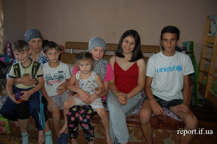 Багатодітна сім'я кримських татар вже більше двох років живе в Івано-Франківську