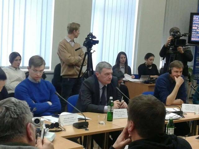 Журналісти не мають формувати хибне враження про ВПО з Криму та Донбасу, — підсумки круглого столу