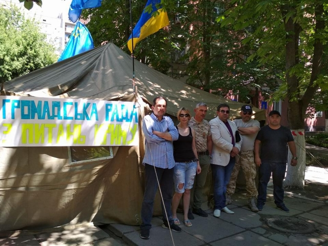 Активісти Херсонщини обурені бездіяльністю Представництва Президента в АР Крим