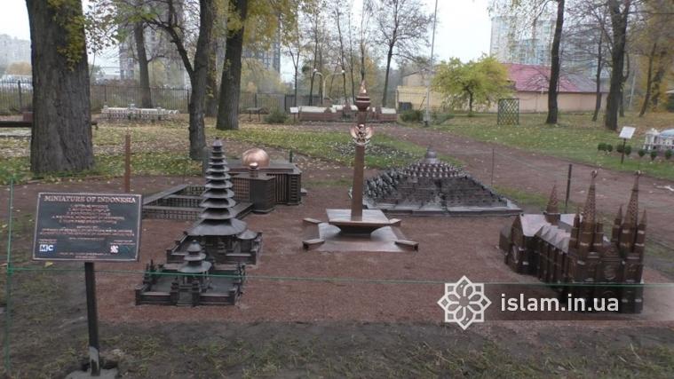 Зменшені копії архітектурних шедеврів Індонезії з'явилися в київському Гідропарку