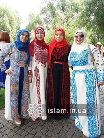 Мусульманське вбрання на етно-фешн-шоу «Аристократична Україна»