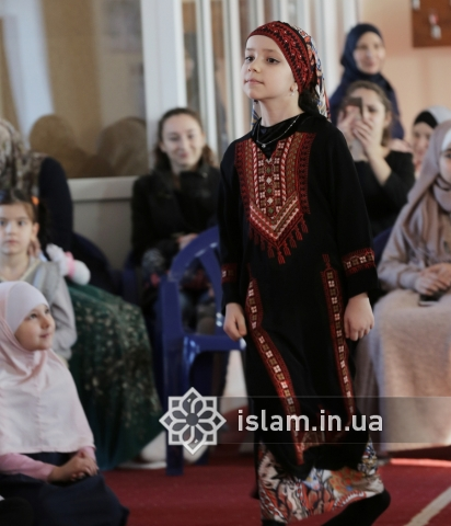 Гімназистки-мусульманки нагадали про сутність і значення Всесвітнього дня хіджабу