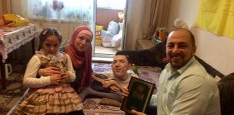 Мусульмани Ісламського культурного центру відвідали відомого волонтера Антона Дубішина