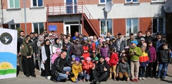 Мусульмани Волонтерського руху «Мар'ям» закликають взяти участь у зборі необхідного для Коростишівського інтернату. Архів, одна з поїздок мусульман-волонтерів до інтернатних закладів