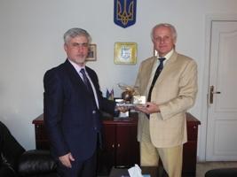 Посол Украины Сергей Пасько провел встречу с коммерческим директором ЗАО «Авиакомпания« Украинские вертолеты» Андреем Небратом.