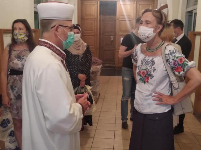 Німецько-український Форум передав продуктові набори нужденним українцям