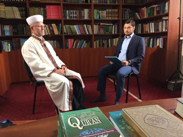 фейсбук: 18.09.2020, муфтий ДУМУ «Умма», общение с журналистом турецкой телерадиокомпании