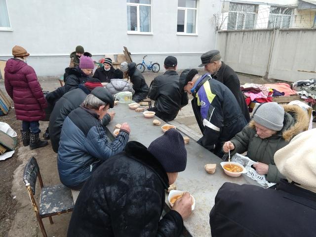 © ️ Військове капеланство мусульман України: Сєвєродонецьк. Щотижневий обід і роздача одягу бездомним