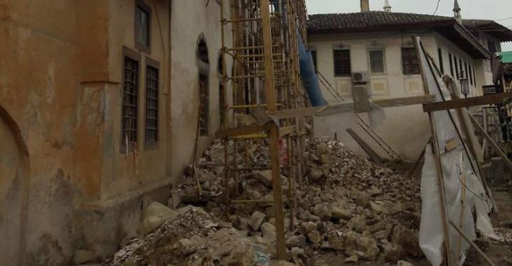 Едем Дудаков/ЦЖР: Архів, 2018. «Реконструкція» Ханського палацу в Бахчисараї