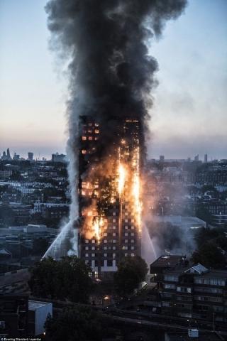 Неспавшие лондонские мусульмане спасали людей от пожара