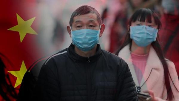 Граждане носят медицинские маски в противоепидемических целях