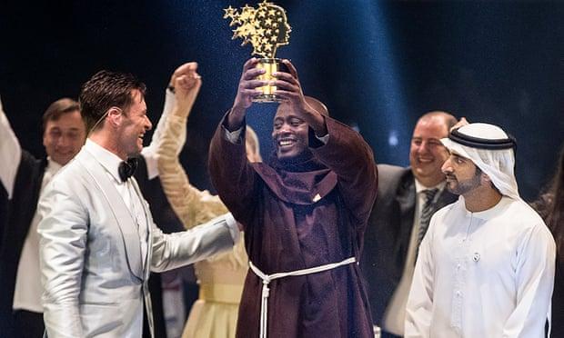 Кенійський педагог отримав премію у мільйон з рук принца Дубая