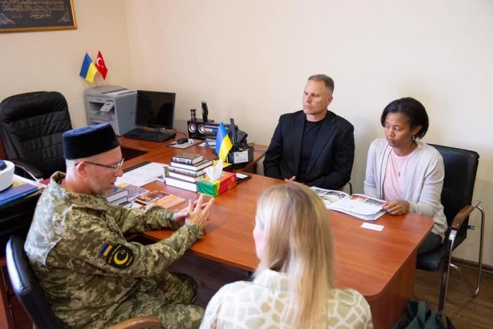 Капелан 7-ї армії США Джеффрі Коул зробив візит ДУМУ «Умма»