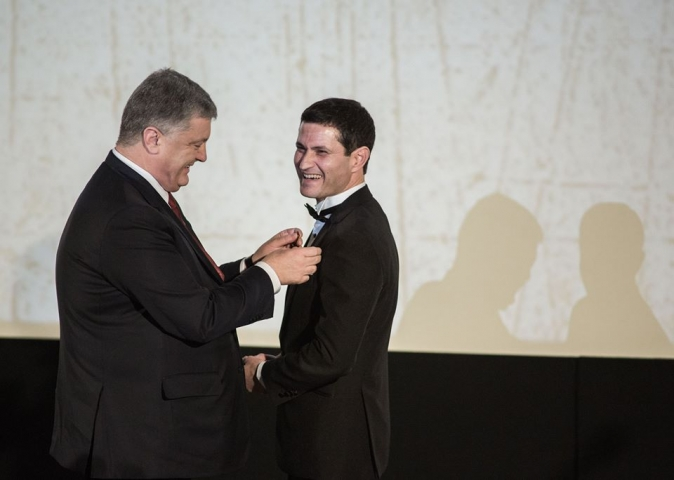 Порошенко вручив Сеітаблаєву орден «За заслуги»