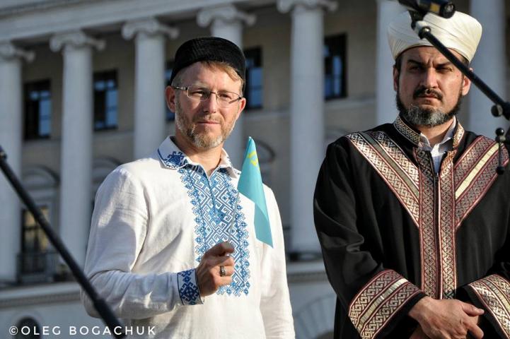 В Україні відзначили День кримськотатарського прапора