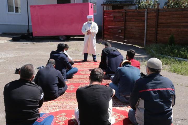 ©️Луганська ОДА: 15.05.2020, Сєвєродонецьк, мечеть ІКЦ «Бісмілля». Молитва за жертв депортації кримськотатарського народу