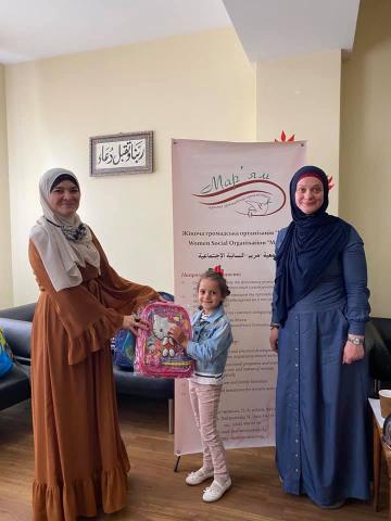 ©Мар'ям/фейсбук: Третій рік поспіль у рамках акції «До школи готовий!» мусульманки забезпечують усім найнеобхіднішим шкільним приладдям дітей з найбільш нужденних сімей