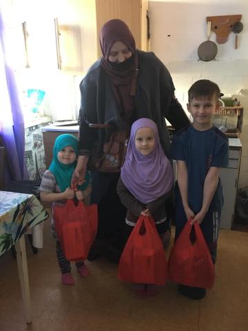 ©️Safiya. Мусульманки Запоріжжя: Акція «Солодкість іфтару» — мусульманки зібрали солодкі подарунки для самих маленьких одновірців