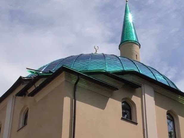 Пошкодження будівлі мечеті. Спочатку були фото пошкоджень тільки з нижнього ракурсу