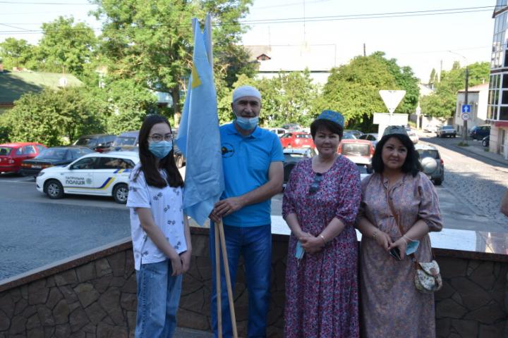 ©️Луцька міськрада: 26.06.2020, Луцьк. Кримськотатарські активісти відзначають день національного прапора киримли