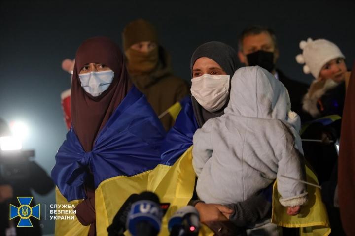 ©СБУ: 01.01.2021, Київ. З сирійських таборів для мігрантів повернули дев'ятеро жінок з дітьми