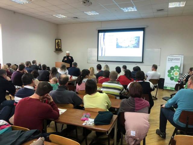 ©️РХС:Імам львівської мечеті Мурат Сулейманов розповідав християнам про погляд ісламу на  стосунки у подружжі та виховання дітей