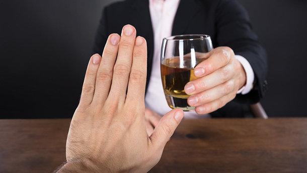 Всесвітня організація охорони здоров'я:  вживання алкоголю не захищає від COVID-19