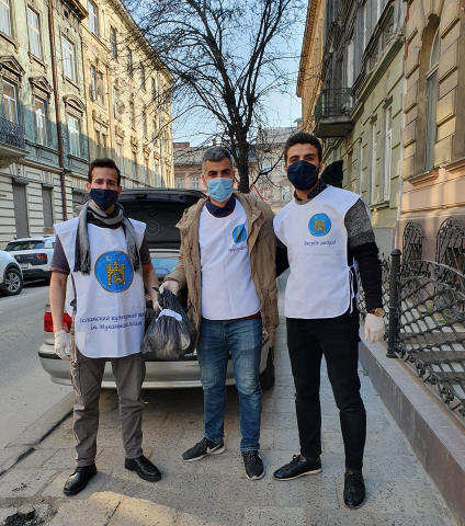 Lviv Muslims Helping Delivering Grocery Packs From Others and Buying Their Own