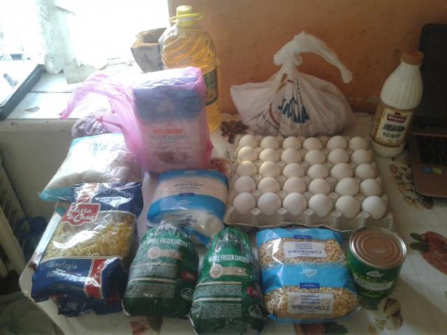 ©️Enver Sherfiiev/фейсбук: Вміст одного з продуктових наборів, доставлених волонтерами ІКЦ м. Вінниця нужденним