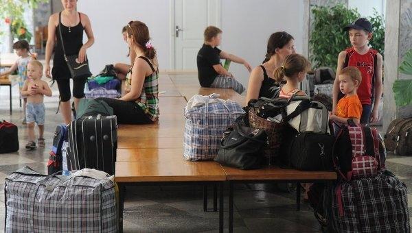 Переселенцам из Крыма и Донбасса могут увеличить суммы соцпомощи