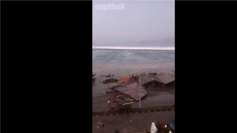 Цунамі зруйнувало мечеть в Індонезії