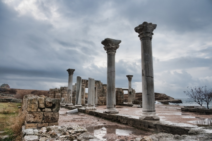 ЮНЕСКО ухвалено резолюцію про захист культурної спадщини — чи врятує це від розграбування історичних пам'яток і музеїв Криму?