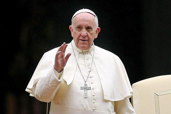 Папа Римский призвал католические приходы взять по одной семье беженцев