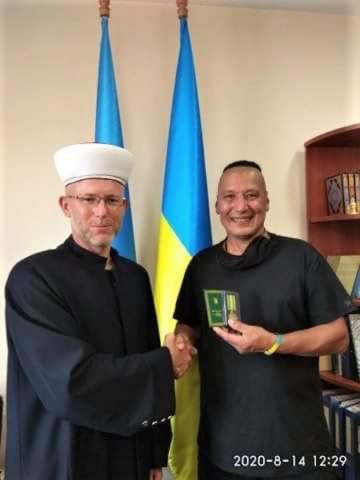 «За служіння ісламу та Україні» — ветеранові АТО Рейімбаєві Мадемінову вручено відзнаку ДУМУ «Умма»