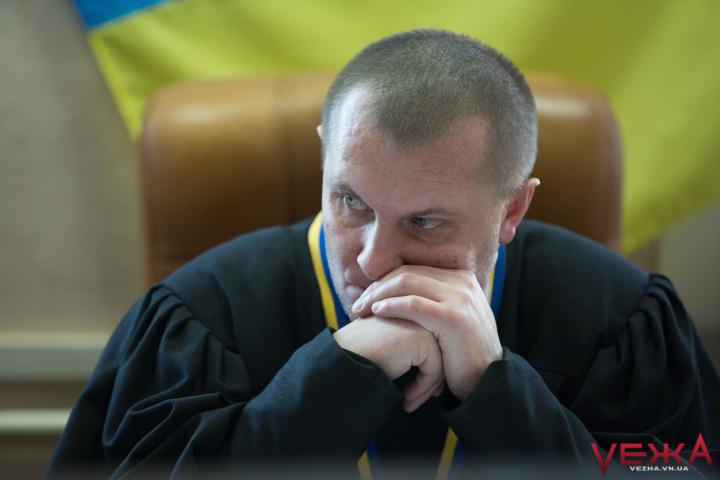 ©️VежА: Cуддя Шидловський, який 2 роки розглядає справу про побиття іноземця