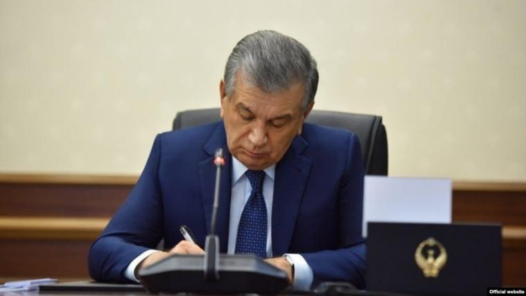 Президент Узбекистана разрешил носить хиджаб в общественных местах