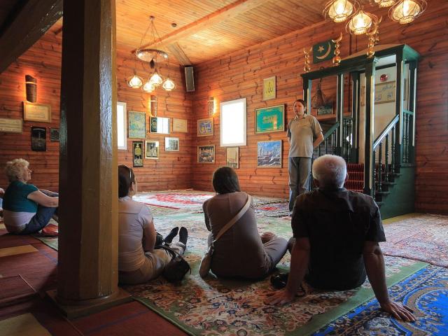 «Християни і мусульмани: від конкуренції до співпраці» — День ісламу в католицькій церкві Польщі