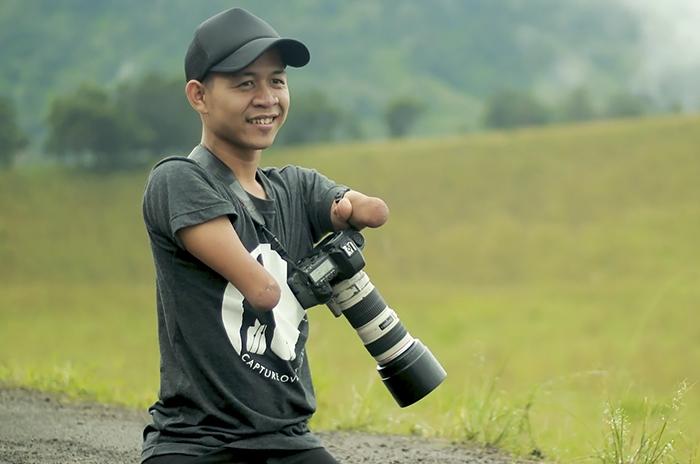 Народжений без рук і без ніг мусульманин став відомим фотохудожником
