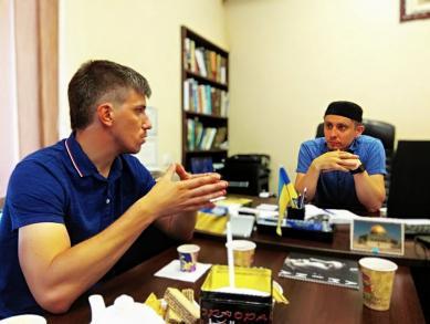 серпень 2019, ІКЦ м. Дніпро, зустріч між лідером місцевої мусульманської громади і координатором «правого» руху на Січеславщині