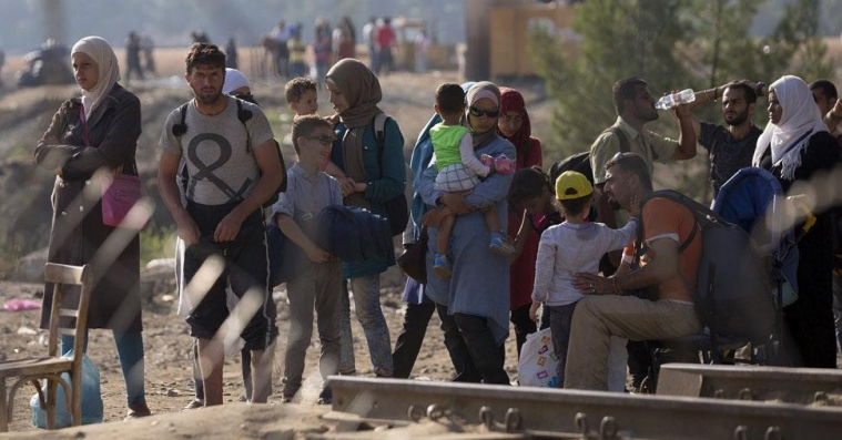 Папа Римский призвал принять семьи беженцев