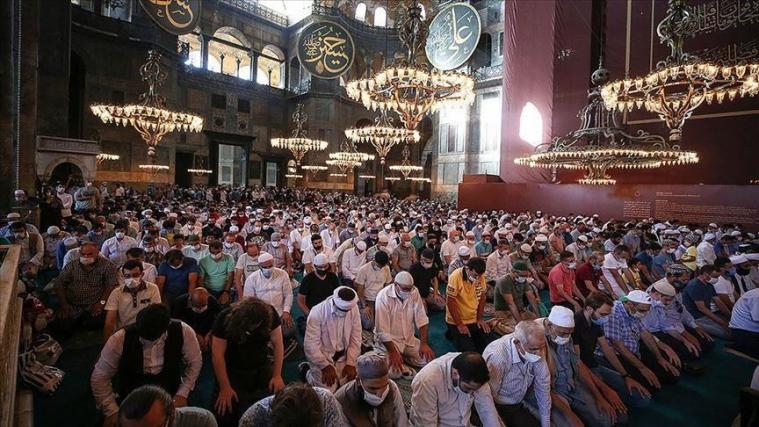©️АА: Молящиеся в Айя-Софии 24.07.2020г