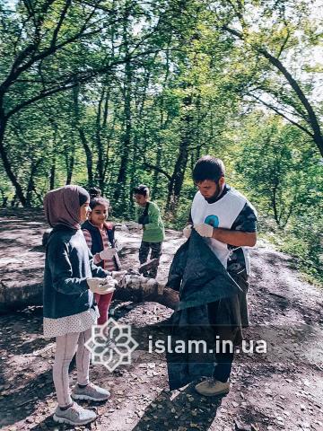 Чистота — половина віри: українські мусульмани взяли участь в екоакціях з нагоди World Cleanup Day