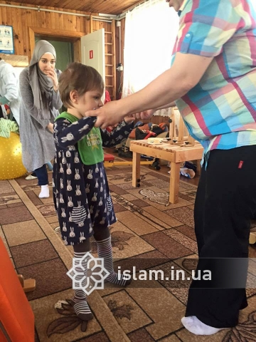 """The Muslim women of """"Maryam"""" set themselves the task to help three orphans, who suffer from a cerebral spastic infantile paralysis, to get back on their feet"""
