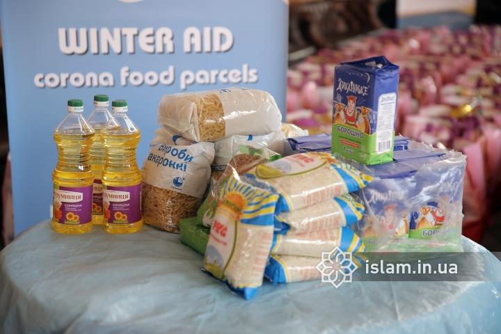 У столичному ІКЦ чергова доброчинна акція: 150 продуктових наборів роздали переселенцям