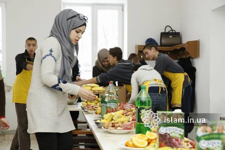 Желание творить добро — неизменно: мусульманки посетили интернаты Коростышева и Новоград-Волынского