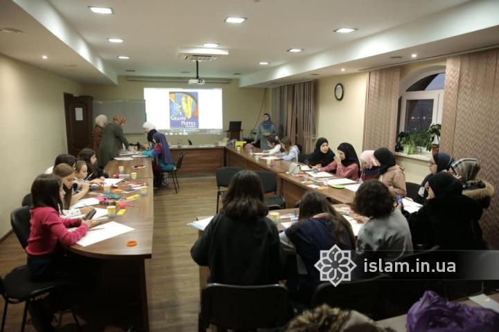 В ІКЦ Києва провели семінар для дівчат-підлітків