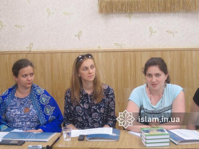 Про ісламські мотиви в сучасній українській художній літературі доповідала учасниця VI Міжнародної ісламознавчої школи Вікторія Назарук