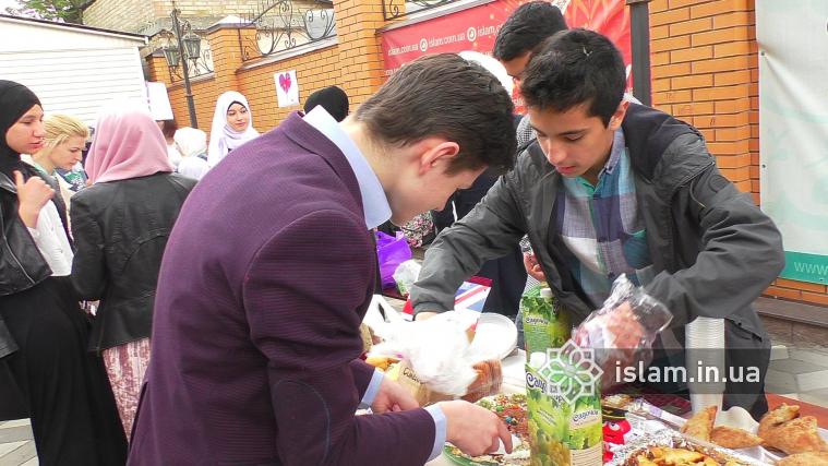 Виручку від весняного ярмарку гімназисти хочуть віддати як садака в Рамадан