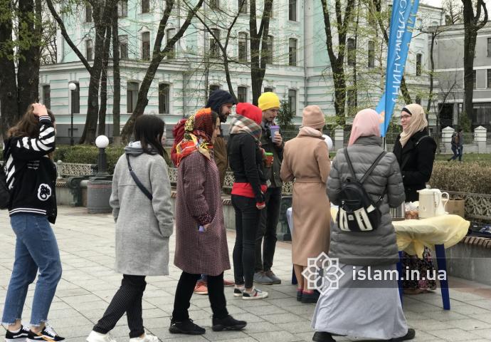 У Маріїнському  парку кияни дізнавалися, чому мусульмани  люблять Марію