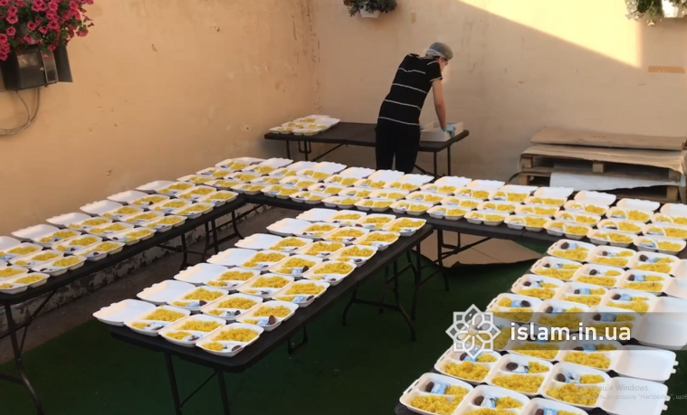 Запорізькі студенти-мусульмани щодня отримують готові іфтари від одновірців з Ісламського культурного центру «Віра»